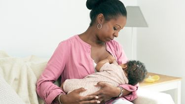 Best breastfeeding positions: Cradle hold