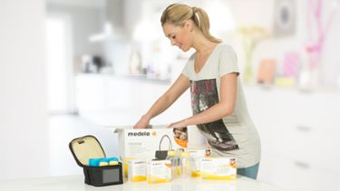 Mum with Medela Store and Feed Set
