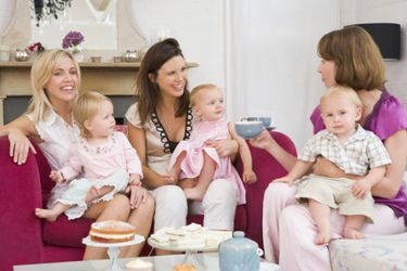 mothers-and-babies-having-tea
